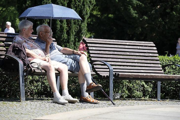 nyugdíjas pénzt keres
