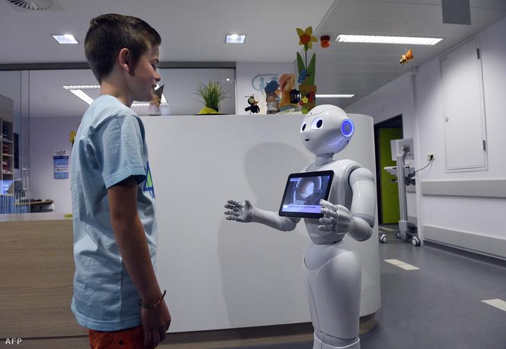 kereskedő robot hallgató