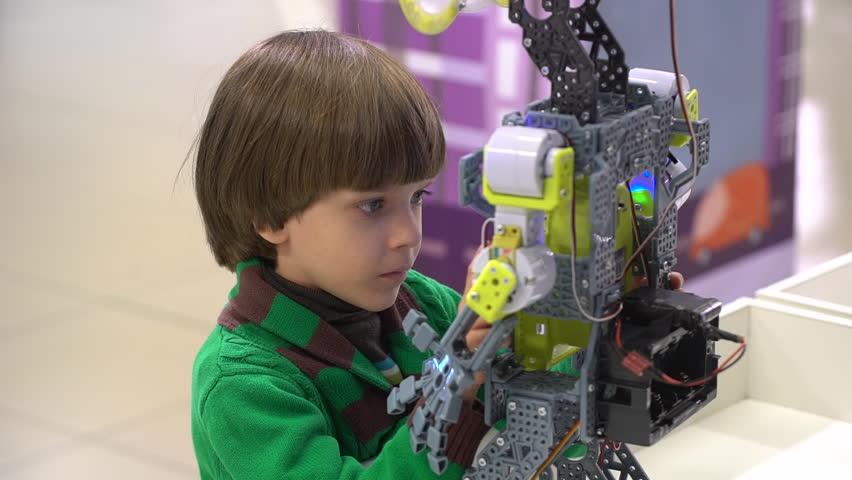 egy pénzt kereső robot