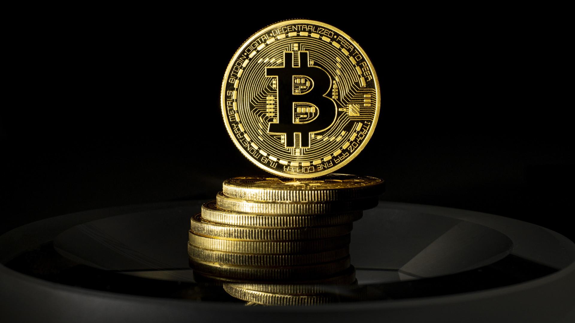 Tovább esik a világ tőzsde, hogy teljesít eközben a Bitcoin?