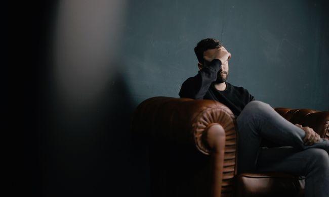 Sokkal rosszabb, mint a dohányzás: így öli meg a fiatalokat a magány