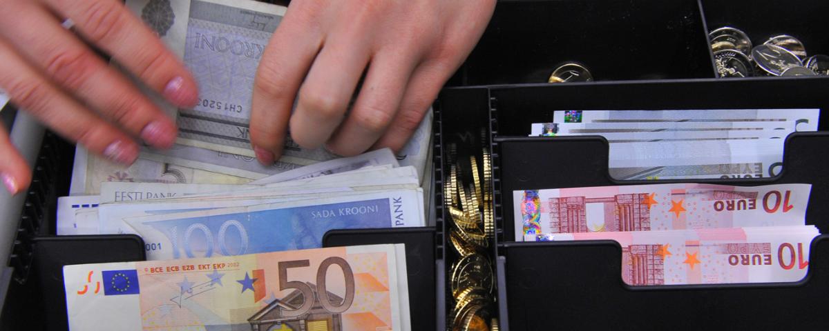 jövedelem az interneten visszavonással a fizető fél felé hogyan lehet pénzt keresni az internetes tőzsdén