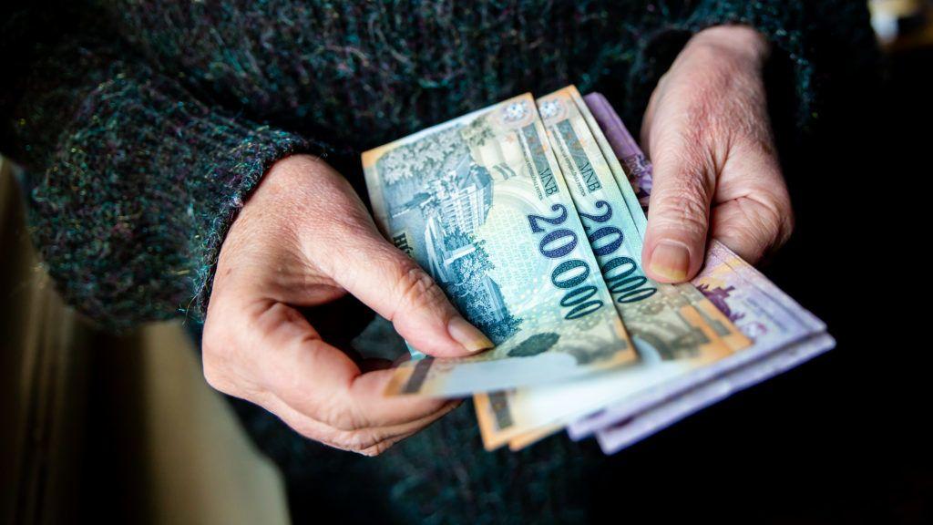 Mennyit kereshetek nyugdíj mellett?